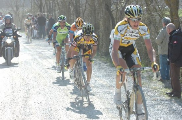 Thomas Lövkvist and Daniele Bennati working hard on the gravel roads.