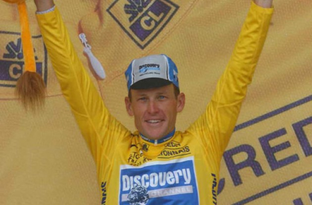 Lance Armstrong is back in yellow. Photo copyright Fotoreporter Sirotti.