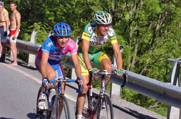 Cunego and Gutierrez working hard to defend their positions in the overall rankings. Photo copyright Fotoreporter Sirotti.