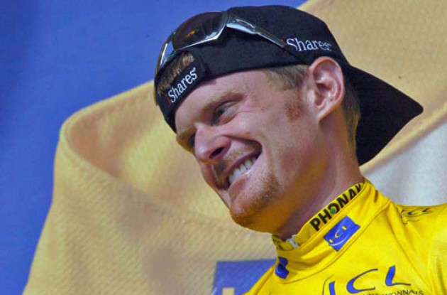 Floyd Landis (Phonak - iShares ) in yellow. Photo copyright Fotoreporter Sirotti.