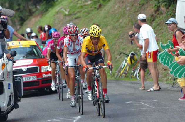 Pereiro leads Rasmussen, Klöden and co. Photo copyright Fotoreporter Sirotti.