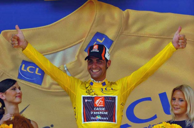 Oscar Pereiro now leads the Tour de France ahead of Floyd Landis. Photo copyright Fotoreporter Sirotti.