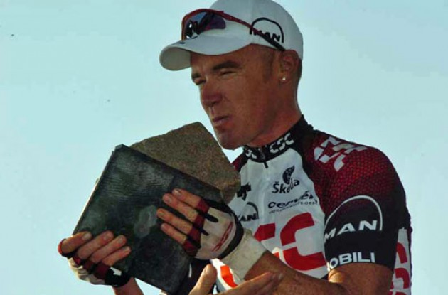 Stuart O'Grady (Team CSC) with the classic cobblestone trophy.