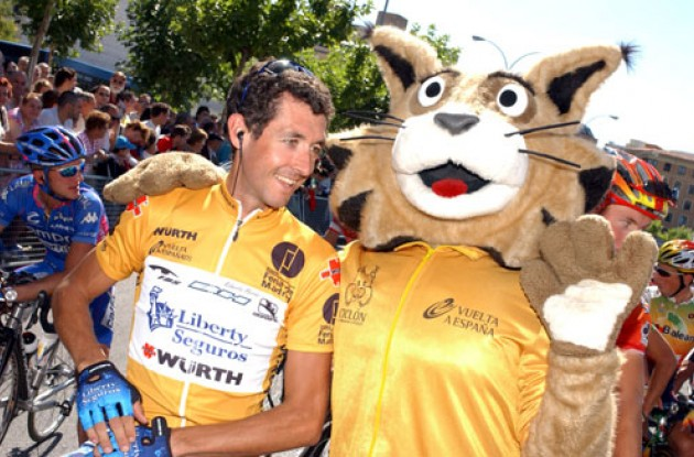 Roberto Heras with mascot. Smile for the camera! Photo copyright Roadcycling.com.