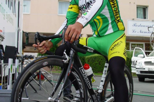 Oscar Pereiro (Phonak) looking cool at the start. Photo copyright Roadcycling.com.