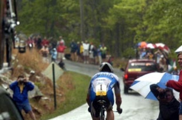 Lance Armstrong climbs. Photo copyright Casey Gibson.