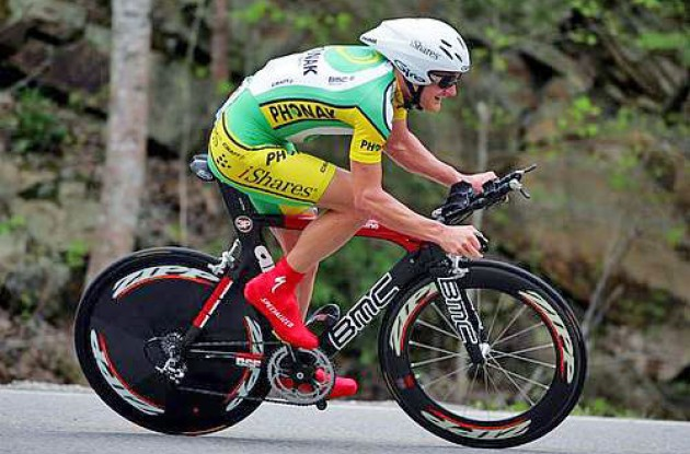 Floyd Landis (Phonak - iShares) on his way to victory. Photo copyright Roadcycling.com.
