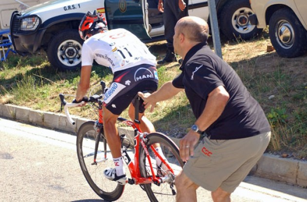 Sastre gets pushed by a Team CSC mechanic. Photo copyright Roadcycling.com.