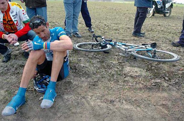 George Hincapie will not need surgery following his crash at the 104th Paris-Roubaix. Photo copyright Fotoreporter Sirotti.
