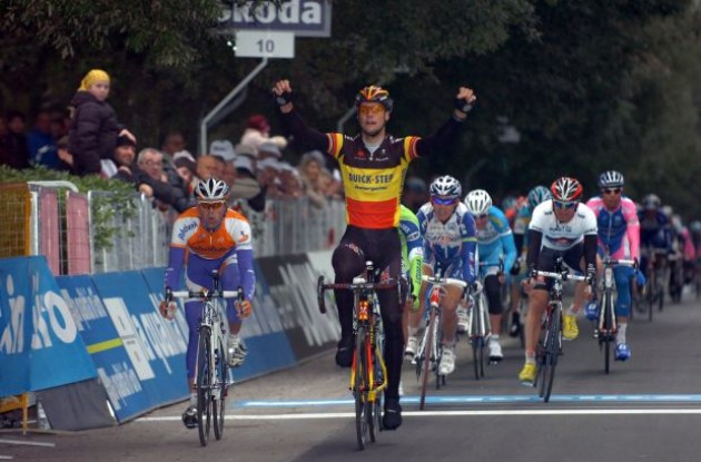 Tom Boonen wins! Photo copyright Fotoreporter Sirotti.