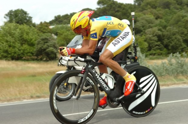 Alberto Contador is powerful and efficient in time trials. Photo copyright Fotoreporter Sirotti.