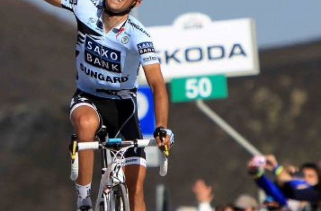 Alberto Contador wins stage 9 of the 2011 Giro d'Italia.