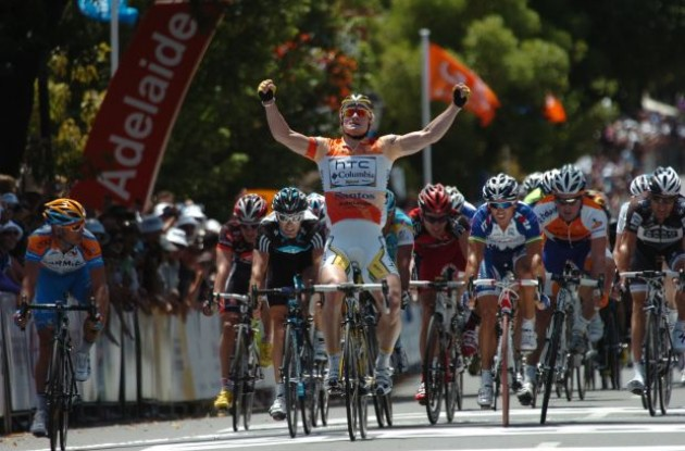 Andre Greipel wins. Photo copyright Fotoreporter Sirotti.