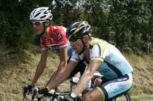 Andy Schleck and Lance Armstrong having a long chat. Photo copyright Fotoreporter Sirotti.