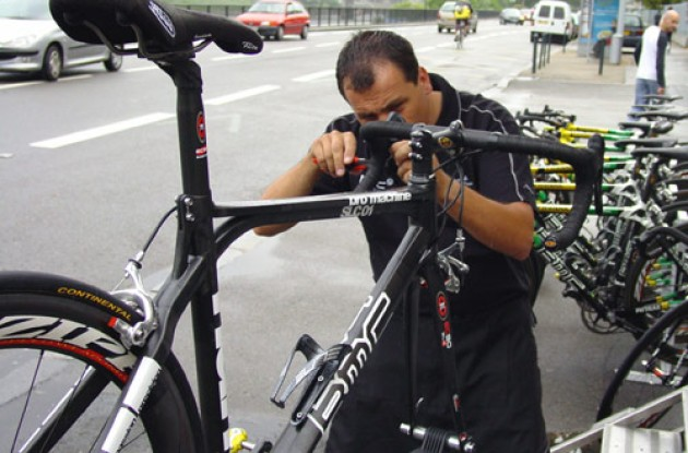 Phonak Team mechanic Fred assembles a new bike for Floyd Landis. Photo copyright Roadcycling.com.