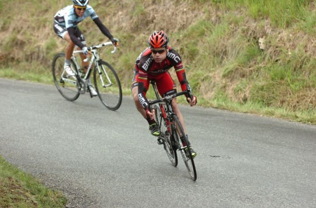 Team BMC Racing's Cadel Evans grinds seconds off Thomas Voeckler's Tour de France lead. Photo Fotoreporter Sirotti.