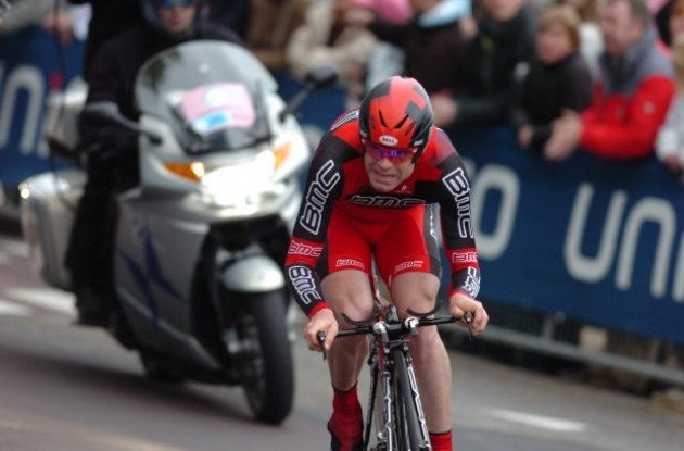 Cadel Evans (BMC Racing Team) on his way towards the finish line. Photo copyright Fotoreporter Sirotti.
