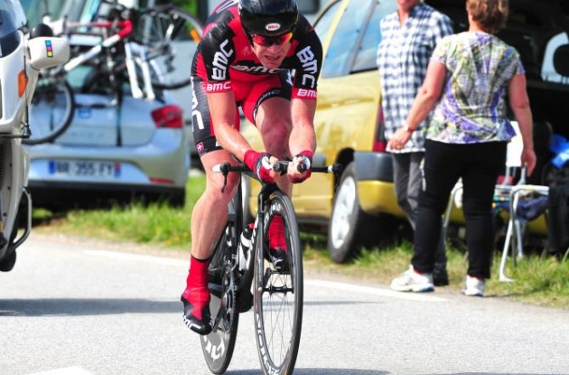 Cadel Evans shaves seconds off Andy Schleck's Tour lead in powerful fashion. Photo Fotoreporter Sirotti.