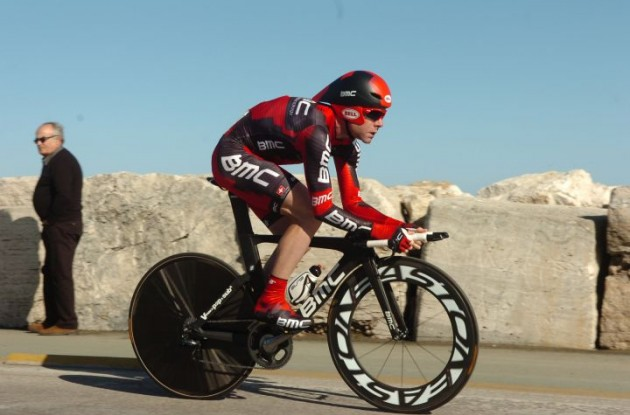 Cadel Evans gives it all he's got on the time trial bike for Team BMC Racing. Photo Fotoreporter Sirotti.