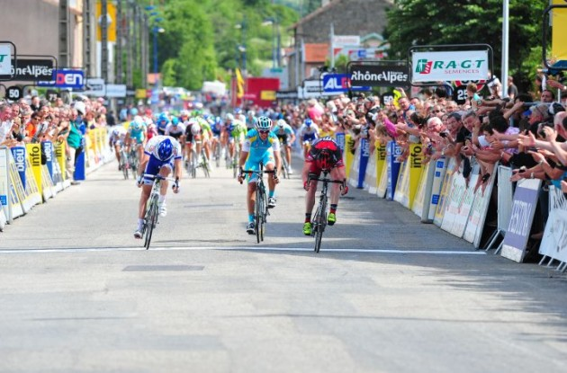 Cadel Evans wins! Photo copyright Fotoreporter Sirotti.