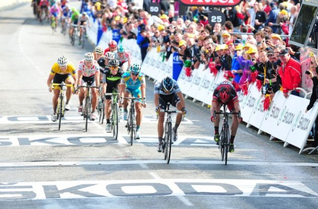Team BMC Racing's Cadel Evans fights his way to a well-deserved stage win in the Tour de France 2011 ahead of Alberto Contador. Photo Fotoreporter Sirotti.