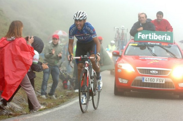 Carlos Barredo on his way to victory in stage 15 of the Tour of Spain 2010. Photo copyright Fotoreporter Sirotti.