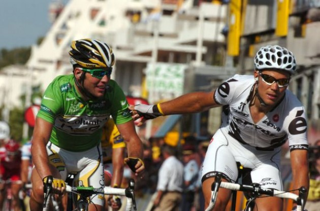 Thor Hushovd (Cervelo TestTeam) congratulates Mark Cavendish. Mark Cavendish wins stage 3 of Tour de France 2009. Photo copyright Fotoreporter Sirotti.