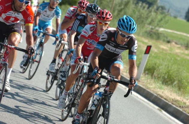 Christophe Le Mevel chases the maglia rosa in the 2011 Giro d'Italia. Photo Fotoreporter Sirotti.