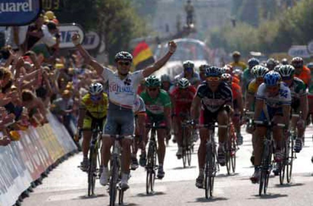 Tour de France 2003: Baden Cooke takes the win ahead of Nazon and Kirsipuu. Teammate and yellow jersey wearer Brad McGee supported Cooke in the stage finish. Photo copyright Fotoreporter Sirotti.