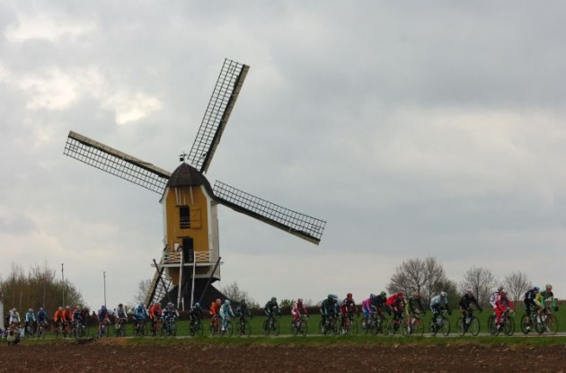 The Amstel Gold Race peloton pass a classic Dutch windmill. Photo Fotoreporter Sirotti.