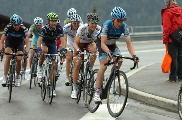 The Tom Danielson, Nicolas Roche and Alejandro Valverde group tries to minimize the gap. Photo Fotoreporter Sirotti.
