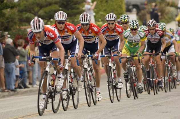 Davitamon-Lotto pulling hard. Photo copyright Roadcycling.com.