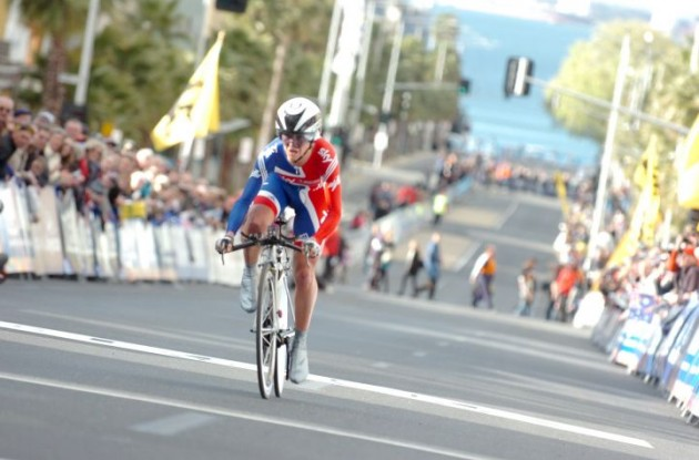Emma Pooley on her way to a great victory. Photo Fotoreporter Sirotti.