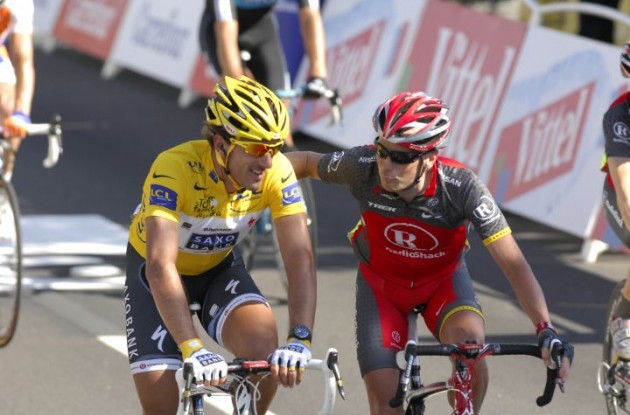 Fabian Cancellara (Team Saxo) and Chris Horner (Team Radioshack) cross the finish line in Bruxelles. Photo copyright Fotoreporter Sirotti.