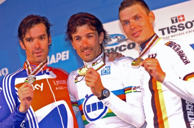 World Champion Fabian Cancellara on the podium in Geelong with David Millar and Tony Martin. Photo Fotoreporter Sirotti.