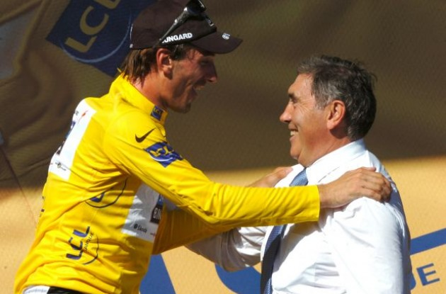 Fabian Cancellara is congratulated by Eddy Merckx. Photo copyright Fotoreporter Sirotti.