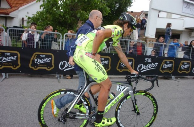 Filippo Pozzato after his crash in the final meters of today's Giro stage. Photo Fotoreporter Sirotti.
