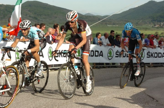 Frank Schleck (Team RadioShack-Nissan) closely tailed by Team Garmin-Barracuda's Ryder Hesjedal. Photo Fotoreporter Sirotti.