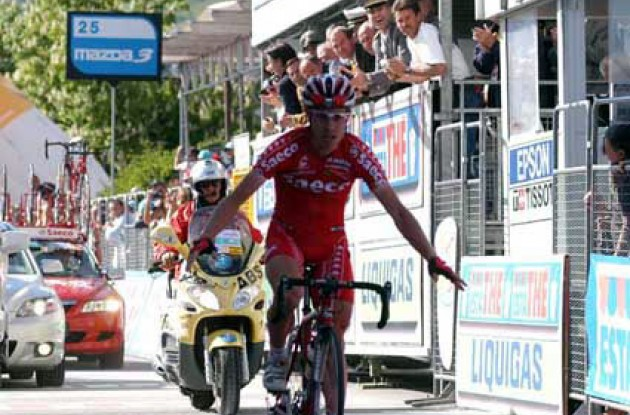 Cunego crosses the finish line regaining the overall lead in the 2004 Giro d'Italia. Where's Simoni? Photo copyright Fotoreporter Sirotti.