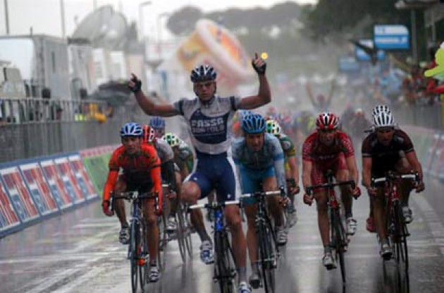 Petacchi takes his third win in this year's Giro d'Italia. Photo copyright Fotoreporter Sirotti.