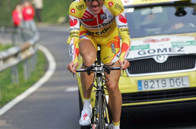 Gomez Marchante working hard for Saunier Duval-Prodir. Photo copyright Roadcycling.com.