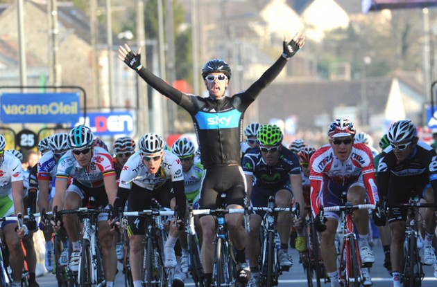 Greg Henderson powers to win in stage 2 of Paris-Nice 2011.