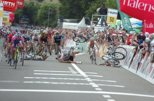 Crash! Marc Cavendish, Heinrich Haussler and other riders hit the tarmac! Photo copyright Fotoreporter Sirotti.