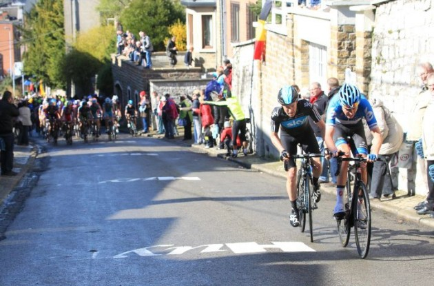 Ryder Hesjedal (Team Garmin-Barracuda) and Lars Petter Nordhaug (Team Sky) attack in the final kilometers. Photo Fotoreporter Sirotti.