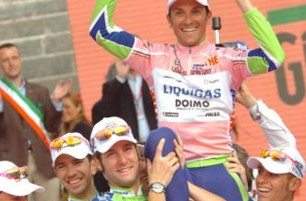 Ivan Basso is celebrated by his Liquigas team in the podium in Verona. Photo copyright Fotoreporter Sirotti.