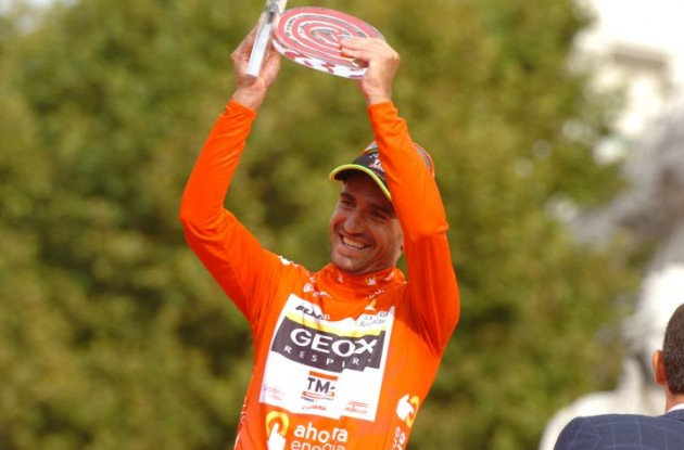 Juan Jose Cobo Acebo with the winner's trophy on the podium in Madrid, Spain. Photo Fotoreporter Sirotti.