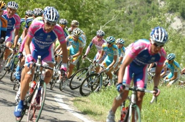 Lampre leads the peloton in the Giro d'Italia 2010. Photo copyright Fotoreporter Sirotti.