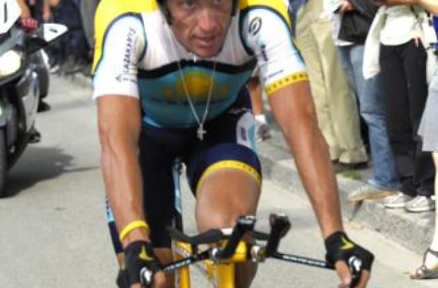 Lance Armstrong (Team Astana .. eh .. Team RadioShack). Photo copyright Fotoreporter Sirotti.