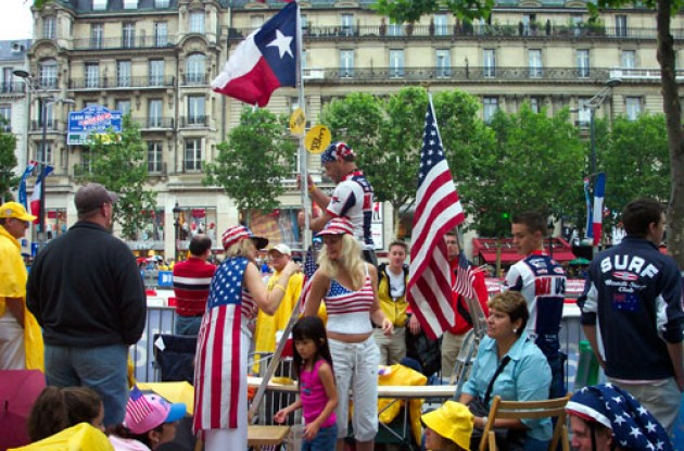 Americans on Champs-Elysses. Photo copyright Roadcycling.com.