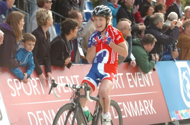 Lucy Garner crosses the finish line in Rudersdal, Denmark full of sheer joy. Photo Fotoreporter Sirotti.